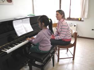 Lezione di pianoforte con la Maestra Serena Petris