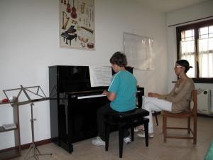 Lezione di pianoforte con la Maestra Manuela Mansutti
